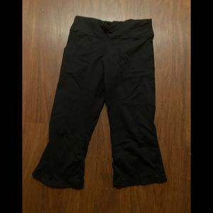 3/20$ Lululemon black loose cropped pants size 2-4